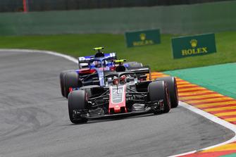 Kevin Magnussen, Haas F1 Team VF-18 nd Pierre Gasly, Scuderia Toro Rosso STR13