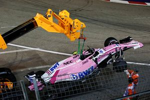Usuwanie rozbitego samochodu Estebana Ocona, Racing Point Force India VJM11