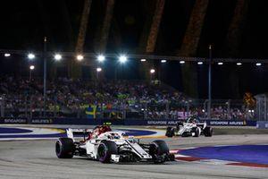 Charles Leclerc, Sauber C37, Marcus Ericsson, Sauber C37