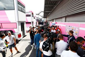 Sergio Perez, Force India, parle aux médias