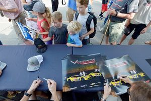 #3 Corvette Racing Chevrolet Corvette C7.R, GTLM - Antonio Garcia, Jan Magnussen ,#4 Corvette Racing Chevrolet Corvette C7.R, GTLM - Oliver Gavin, Tommy Milner, signs autographs for fans