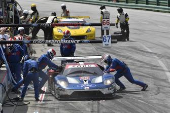 #66 Chip Ganassi Racing Ford GT, GTLM - Dirk Müller, Joey Hand, #3 Corvette Racing Chevrolet Corvette C7.R, GTLM - Antonio Garcia, Jan Magnussen pit stop.