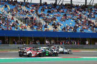 Attila Tassi, Hell Energy Racing with KCMG Honda Civic Type R TCR, Stefano Comini, THX Racing Civic Type R TCR