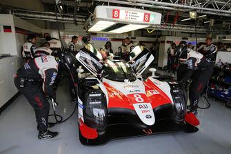 Toyota TS050 №8 команды Toyota Gazoo Racing: Себастьен Буэми, Фернандо Алонсо, Казуки Накаджима