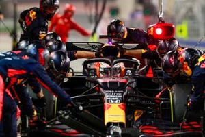 Max Verstappen, Red Bull Racing RB16, in de pits