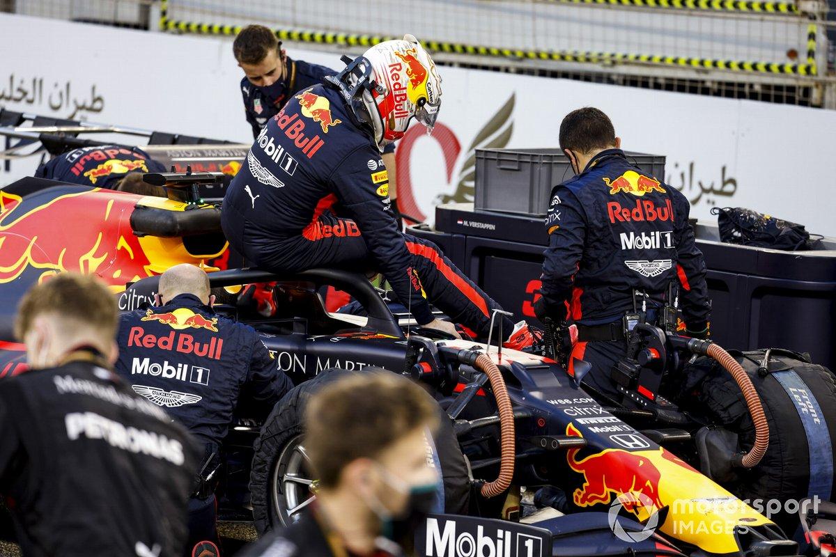 Max Verstappen, Red Bull Racing RB16, tiba di grid