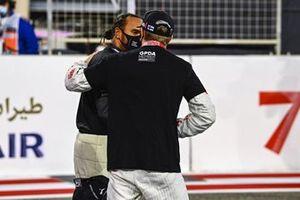 Lewis Hamilton, Mercedes-AMG F1, and Kimi Raikkonen, Alfa Romeo, on the grid