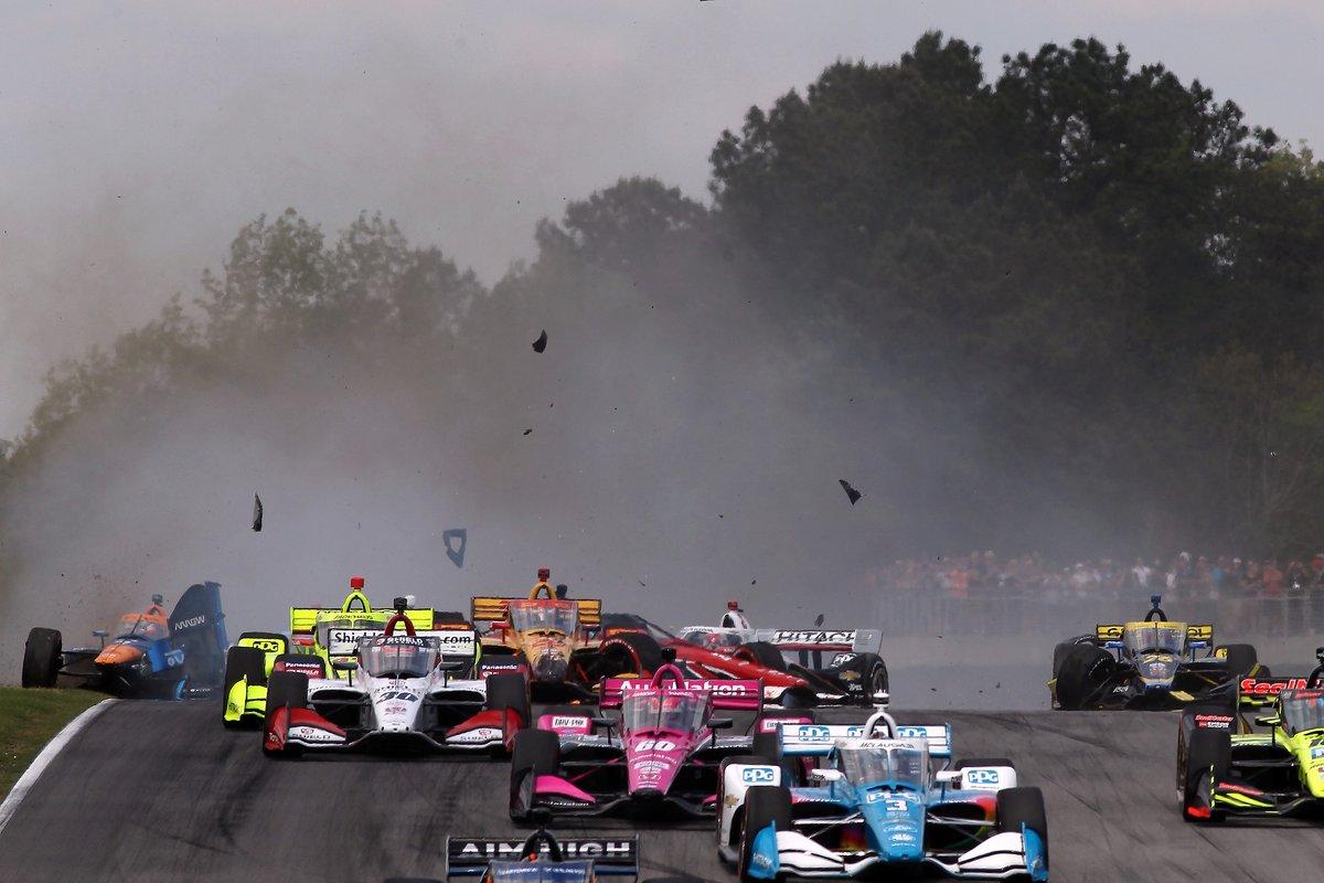 Choque en la salida de Felix Rosenqvist, Arrow McLaren SP Chevrolet, Ryan Hunter-Reay, Andretti Autosport Honda , Rinus VeeKay, Ed Carpenter Racing Chevrolet