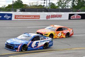 Kyle Larson, Hendrick Motorsports, Chevrolet Camaro HendrickCars.com, Ryan Newman, Roush Fenway Racing, Ford Mustang Oscar Mayer Bacon