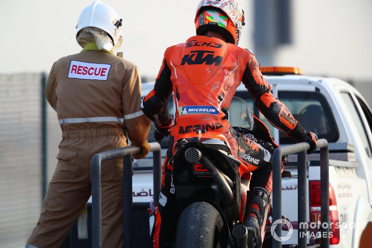 Iker Lecuona, KTM Tech3 después de la caída