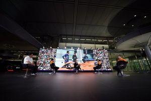 Zak Brown, PDG de McLaren Racing, Lando Norris, Natalie Pinkham, Daniel Ricciardo et Andreas Seidl, Team Principal, McLaren F1