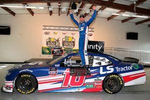Race winner Jeb Burton, Kaulig Racing, Chevrolet Camaro