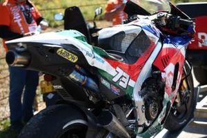 Moto danneggiata di Alex Marquez, Team LCR Honda