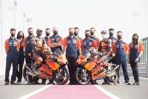 Teamfoto: Tech-3-KTM mit Ayumu Sasaki und Deniz Öncü
