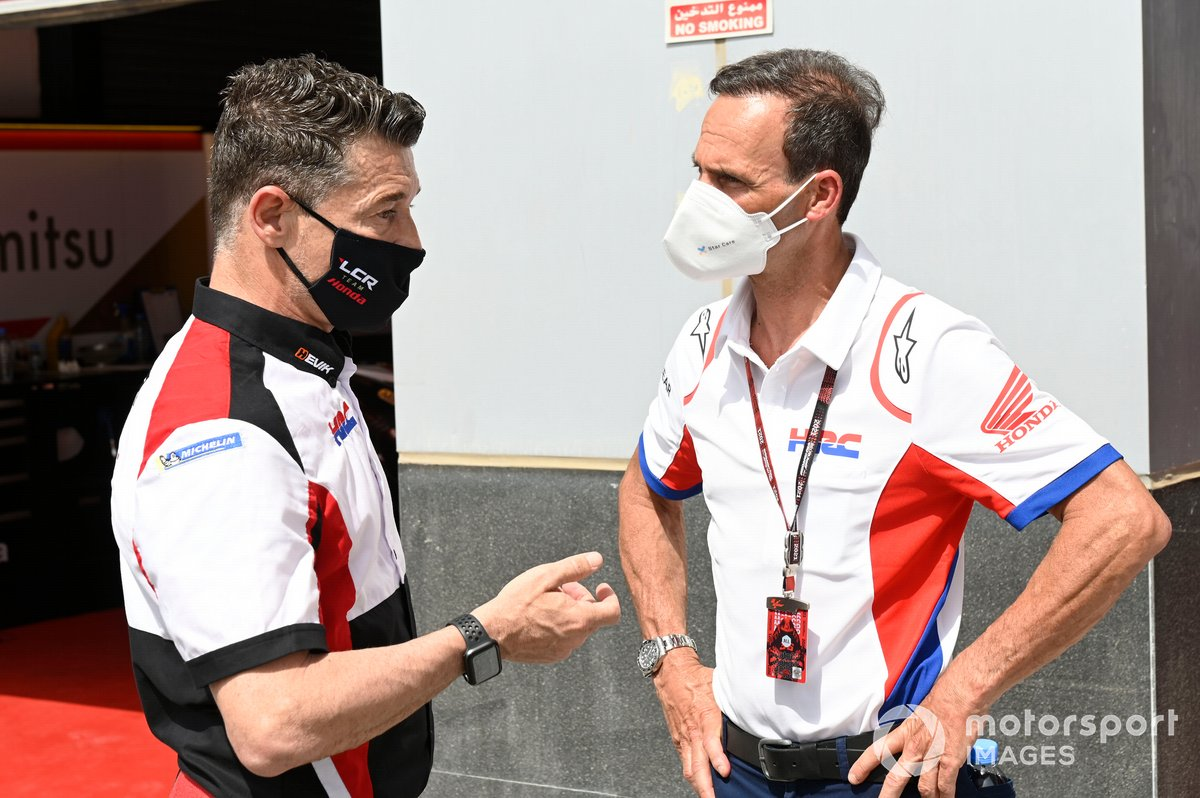 Lucio Lucio Cecchinello, director del equipo LCR Honda, Alberto Puig, director del equipo Repsol Honda