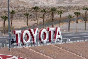 Schriftzug: Toyota