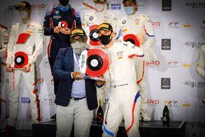 Podio: #34 Walkenhorst Motorsport BMW M6 GT3: Sheldon van der Linde