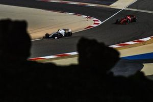 Nicholas Latifi, Williams FW43, Sebastian Vettel, Ferrari SF1000