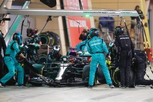 George Russell, Mercedes F1 W11, makes a pit stop