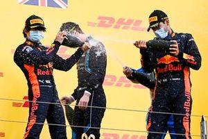 Yuki Tsunoda, Carlin, Dan Ticktum, Dams and Race Winner Jehan Daruvala, Carlin celebrate on the podium with the champagne