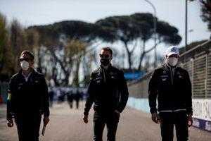 Stoffel Vandoorne, Mercedes-Benz EQ, walks the track with team mates