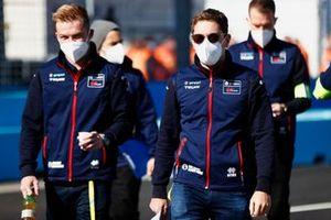 Robin Frijns, Envision Virgin Racing, on the track walk