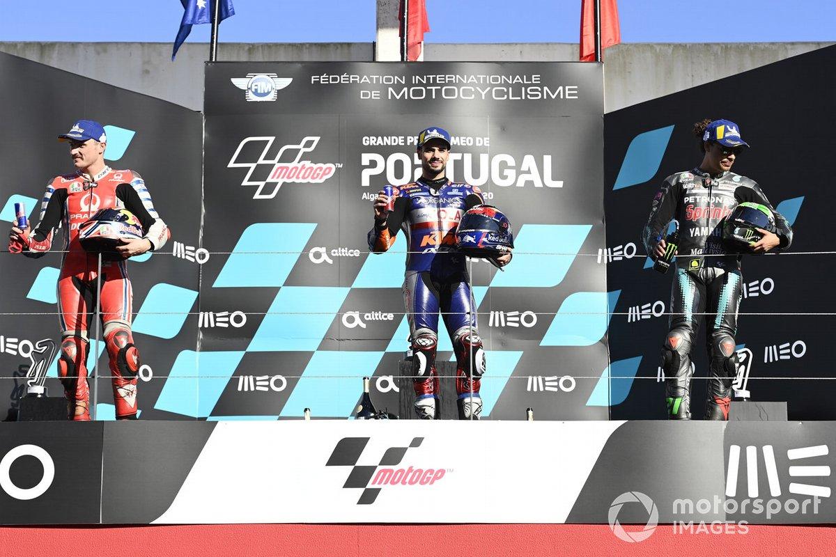 Podio: el ganador del GP de Portugal 2020, Miguel Oliveira, Red Bull KTM Tech 3, el segundo Jack Miller, Pramac Racing, y el tercero Franco Morbidelli, Petronas Yamaha SRT