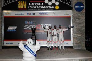 #9 Pfaff Motorsports Porsche 911 GT3R, GTD: Zacharie Robichon, Laurens Vanthoor, Lars Kern sul podio