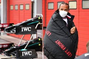 Lewis Hamilton, Mercedes, wrapped in a tyre blanket