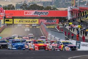 Shane van Gisbergen, Triple Eight Race Engineering leads at the start