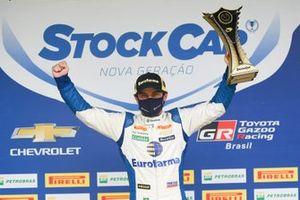 Ricardo Maurício celebra pole em Interlagos