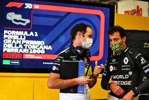 Karel Loos, Renault F1 race engineer and Daniel Ricciardo, Renault F1