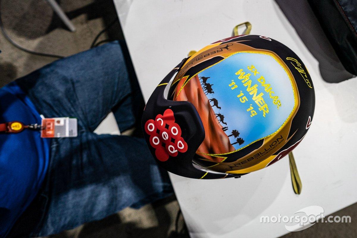 Casco del #301 Toyota Gazoo Racing: Nasser Al-Attiyah
