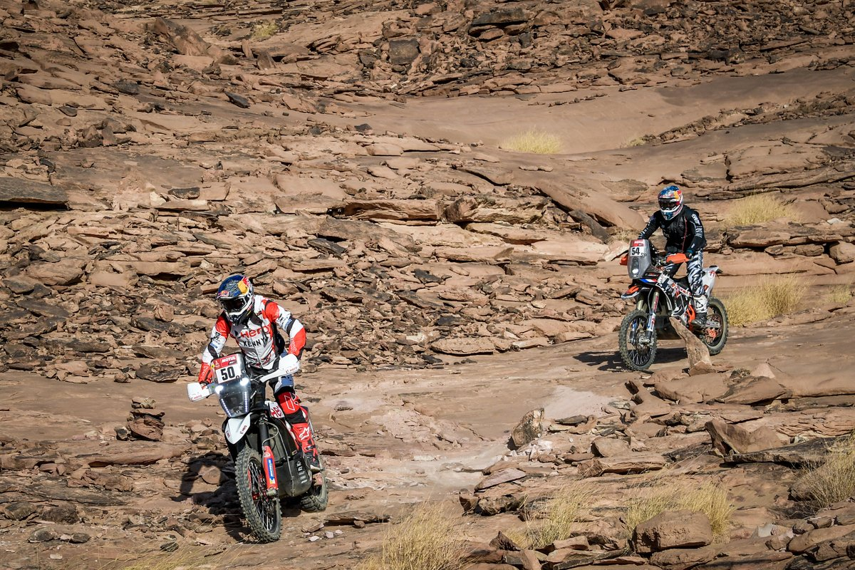#73 Duust Rally Team KTM: Mohammed Jaffar, #41 Wu Pu Da Hai Dao Dakar Rally Team KTM: Zaker Yakp