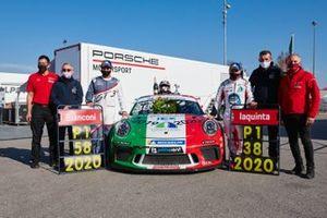 Simone Iaquinta del Ghinzani Arco Motorsport festeggia con il suo Team il titolo della Porsche Carrera Cup Italia Round 11/12