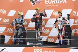 Podium: race winner Raul Fernandez, Red Bull KTM Ajo, second place Sergio Garcia, Estrella Galicia 0,0 Dols, third place Ai Ogura, Honda Team Asia