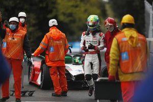 Lucas Di Grassi, Audi Sport ABT Schaeffler, Audi e-tron FE07, exits his crashed car