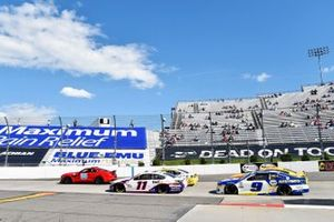 Denny Hamlin, Joe Gibbs Racing, Toyota Camry FedEx Office et Chase Elliott, Hendrick Motorsports, Chevrolet Camaro NAPA Auto Parts