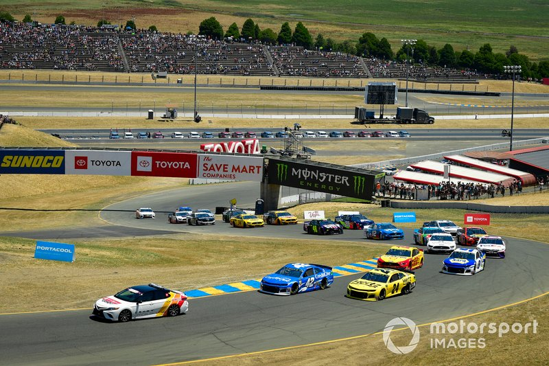Pace-Laps: Kyle Larson, Chip Ganassi Racing, Chevrolet Camaro Credit One Bank, William Byron, Hendrick Motorsports, Chevrolet Camaro Hertz