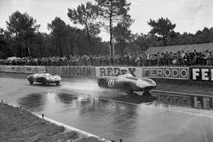 Phil Hill, Olivier Gendebien, Ferrari 250TR, leads Gerard Laurean, Louis Cornet, D.B.HBR4 Panhard