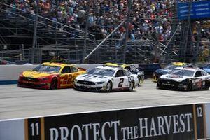 Joey Logano, Team Penske, Ford Mustang Shell Pennzoil and Brad Keselowski, Team Penske, Ford Mustang Miller Lite