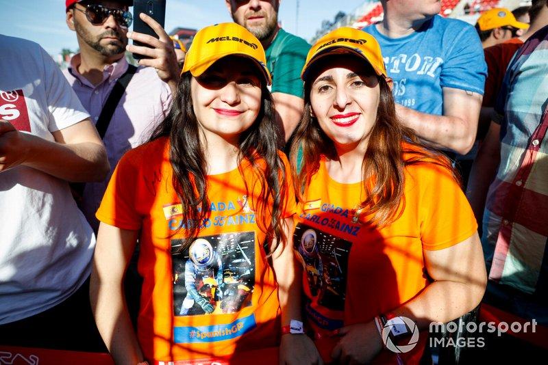 Fans de Carlos Sainz Jr., McLaren en el evento de RACC Kids karting