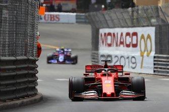 Sebastian Vettel, Ferrari SF90, leads Alexander Albon, Toro Rosso STR14