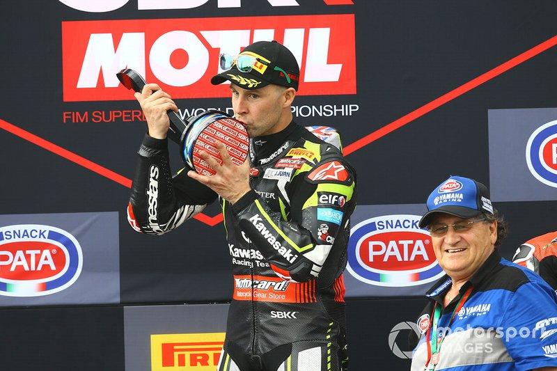 Podio: il vincitore di Gara 1 Jonathan Rea, Kawasaki Racing Team