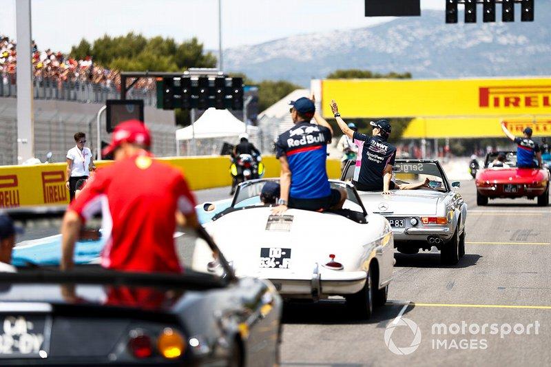 Alexander Albon, Toro Rosso, lors de la parade des pilotes
