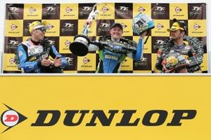 Podium Senior-TT: 1. Dean Harrison, 2. Peter Hickman, 3. Conor Cummins