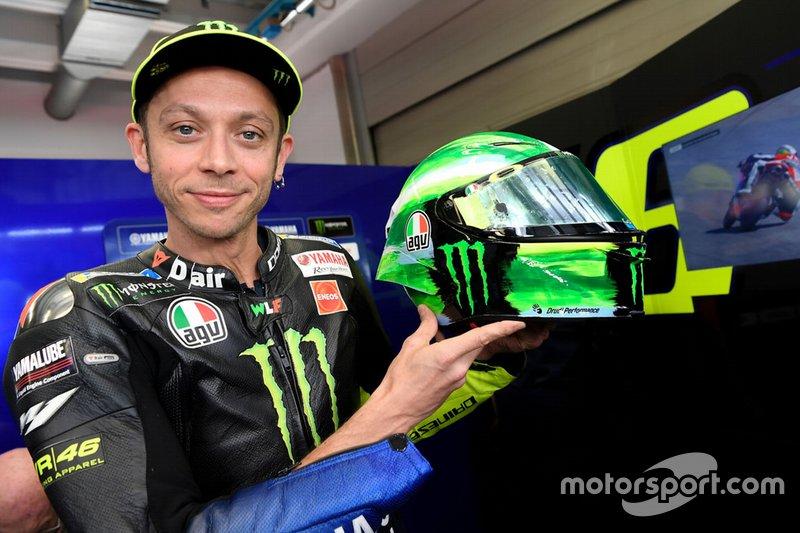 Valentino Rossi, Yamaha Factory Racing con su nuevo casco
