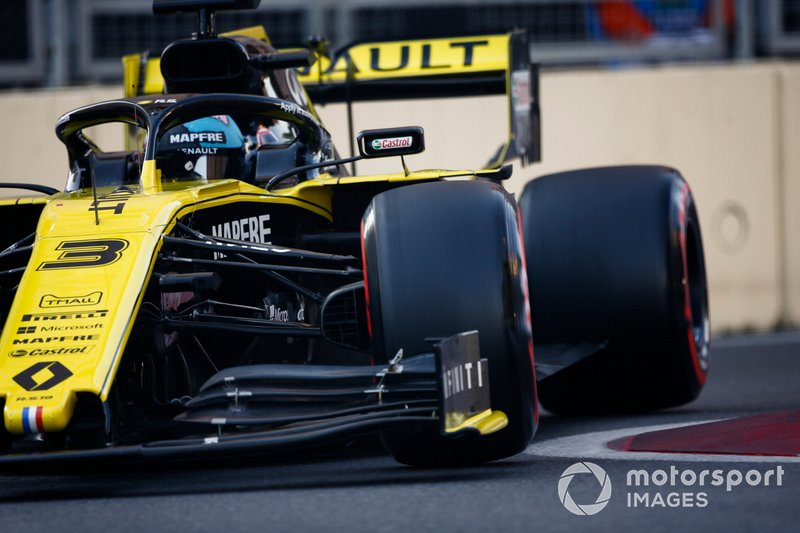 10: Daniel Ricciardo, Renault R.S.19, 1'42.477
