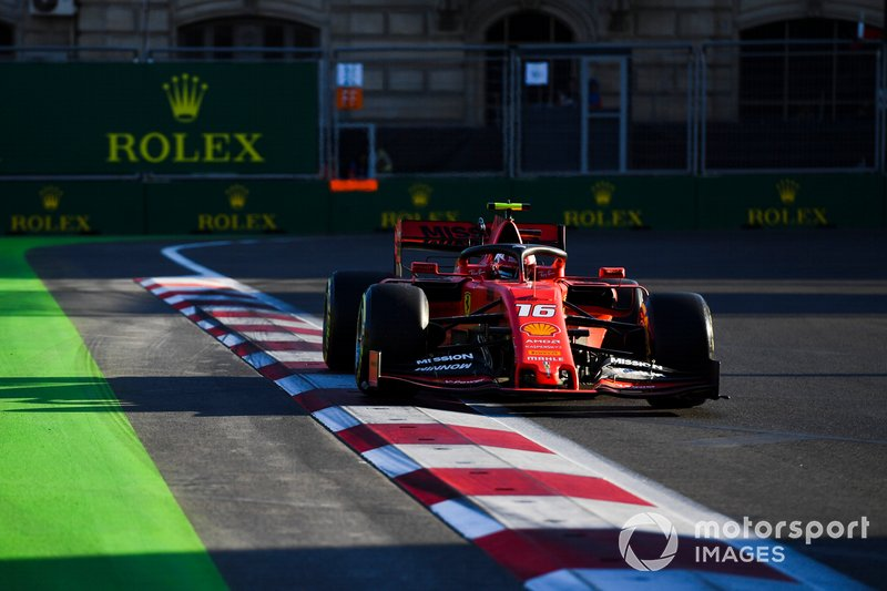 E na pista, as coisas pareciam ir bem, com Charles Leclerc liderando o TL3 e sendo favorito para a pole.