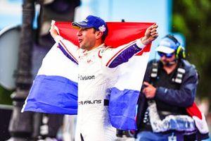 Podio: ganador de la carrera Robin Frijns, Envision Virgin Racing, celebra